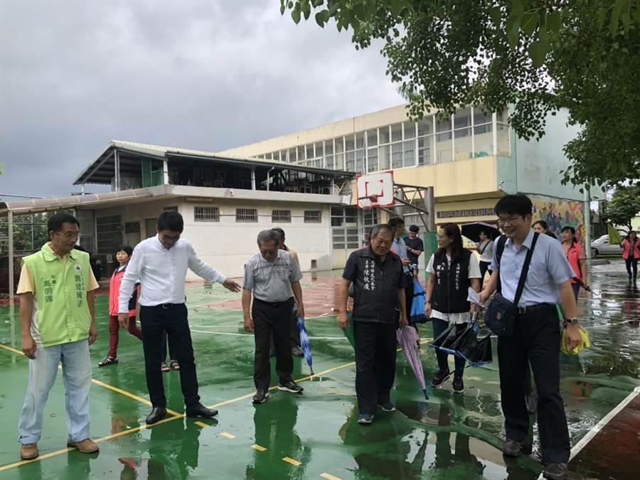 立委劉建國爭取改善學校設備。(許素惠攝)