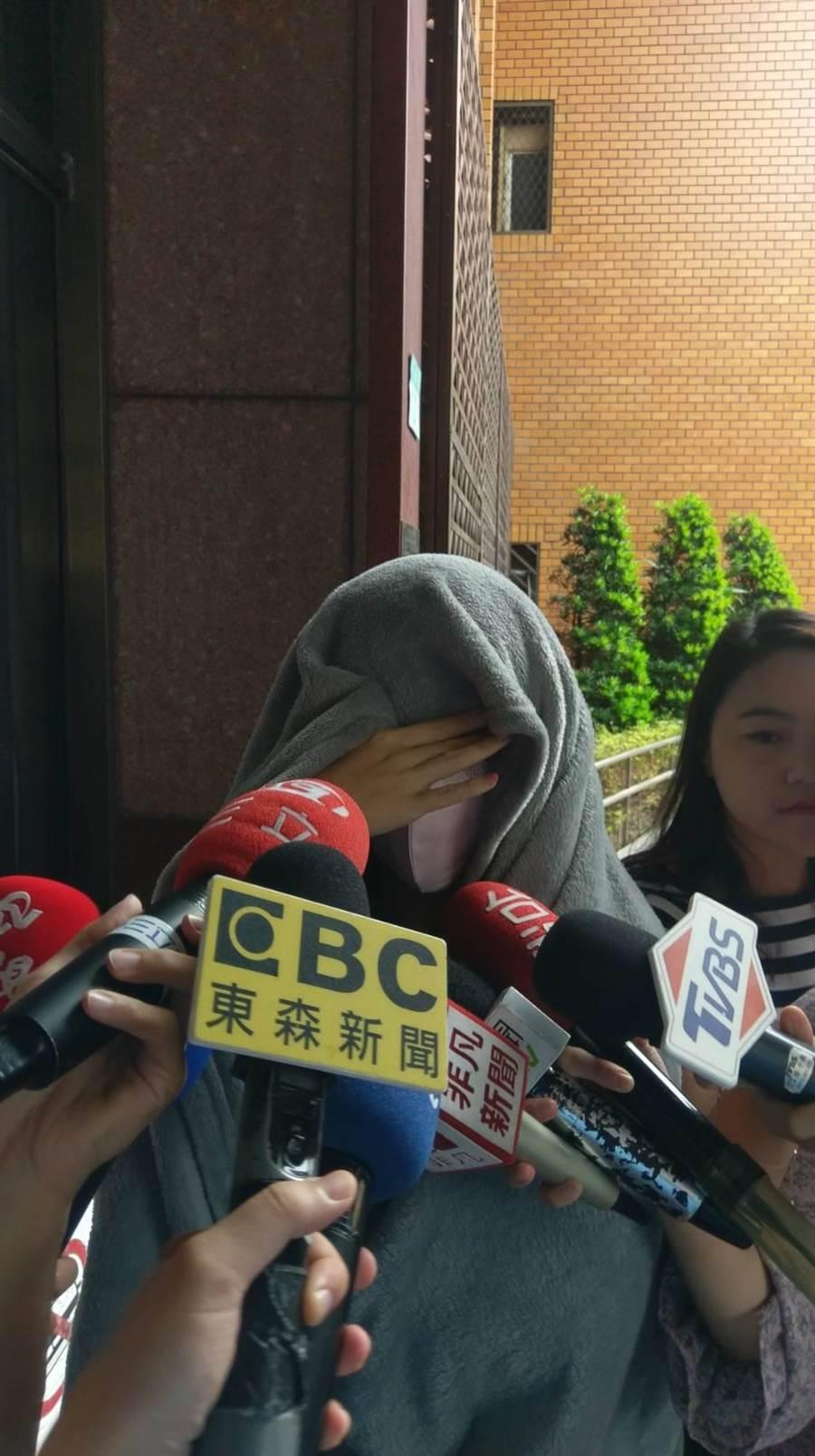 「保時捷姐」現身北檢 控訴大陸牛郎騙財騙色(陳志賢攝)