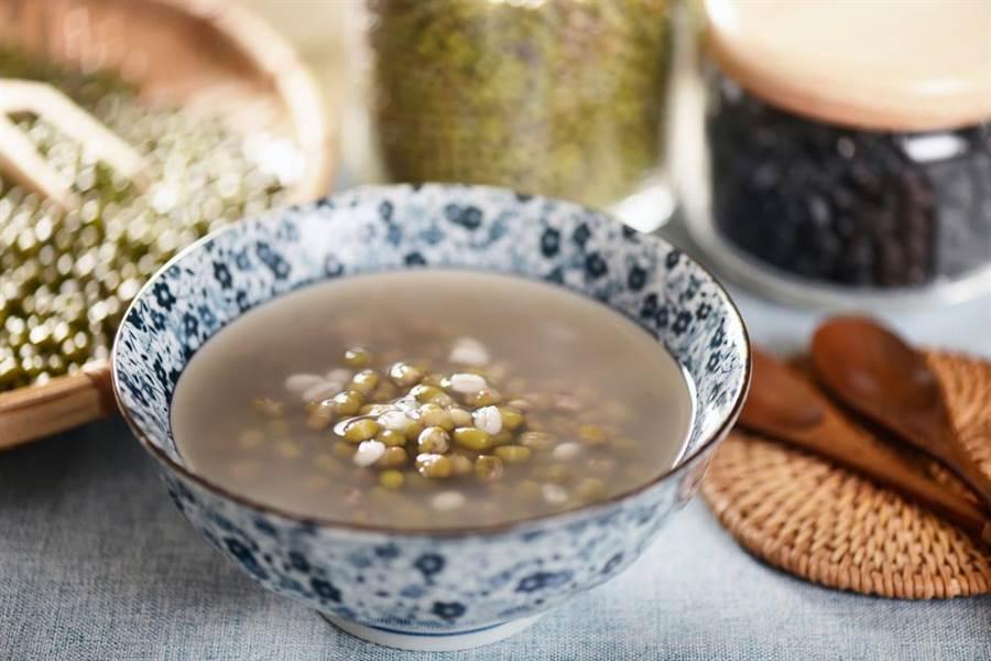 綠豆湯是消暑去濕氣的聖品。(圖/達志影像)