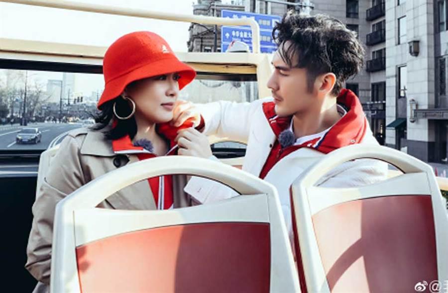 張倫碩po文慶祝跟鍾麗緹相守4年,鬆口坦言真的不容易。(翻攝自《我最愛的女人們》微博)