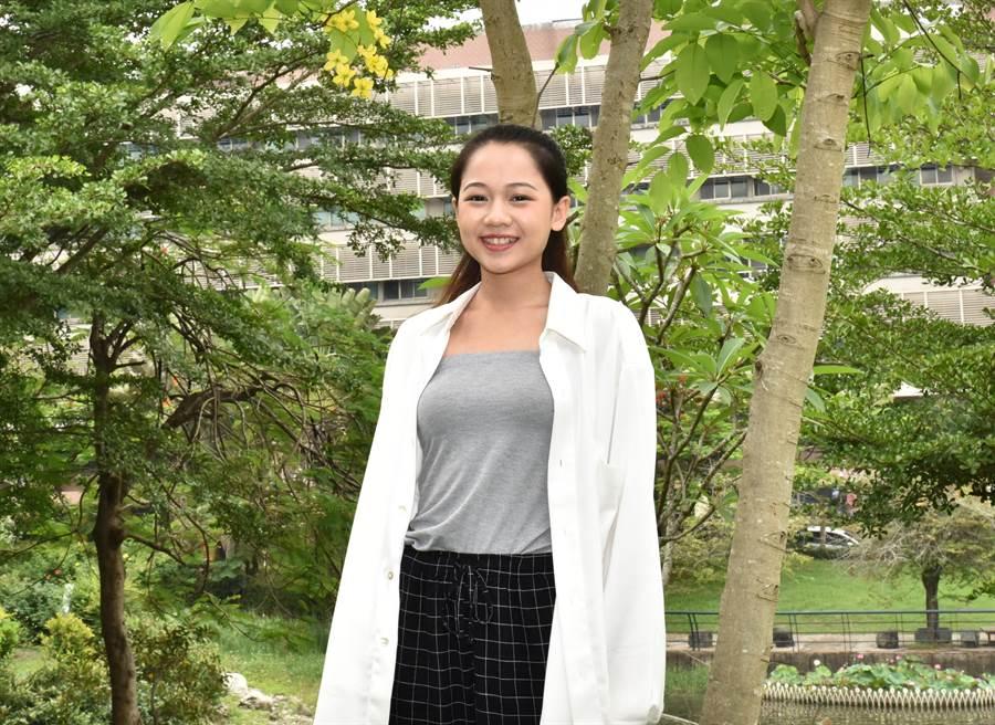 樹德科技大學學生黃郁珊,笑容動人。(林瑞益攝)