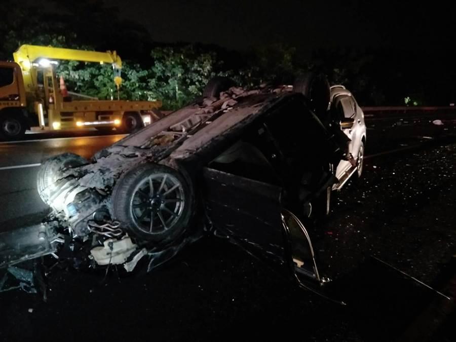 國道3號關廟路段晚間9時許傳出3車追撞事故。(曹婷婷翻攝)