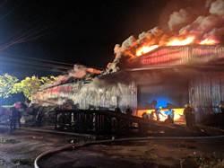 鐵皮倉庫悶燒6小時 警義消徹夜救火累翻