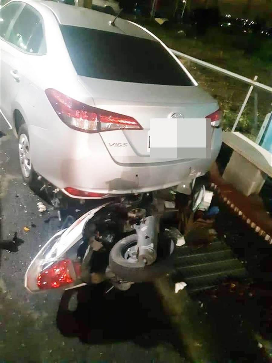朱姓女高中生機車和賓士轎車相撞車禍。(吳敏菁翻攝)
