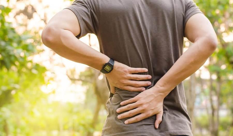 腎結石引發劇烈疼痛示意圖。(圖/達志影像)