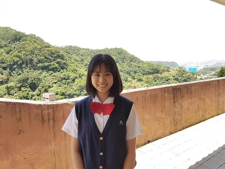 就讀二信高中的紀媛,長相甜美清秀,熱愛舞蹈,但高一卻立志讀軍校,未來想當豪傑女軍官。(張穎齊翻攝)
