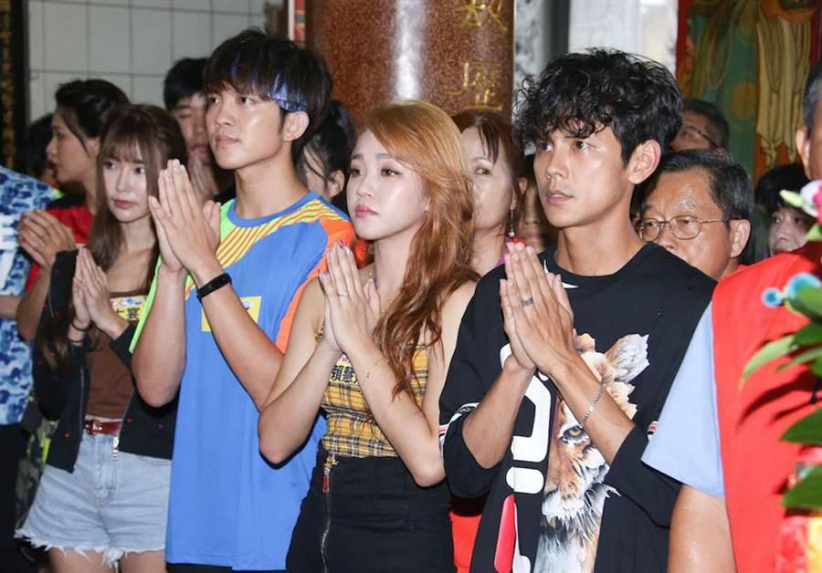 阿翔(右)今天在台中烏日錄影。羅永銘攝