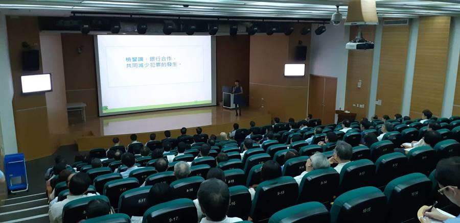 台南地檢署第二場防制犯罪座談會12日於南部科學工業園區管理局召開。(劉秀芬翻攝)