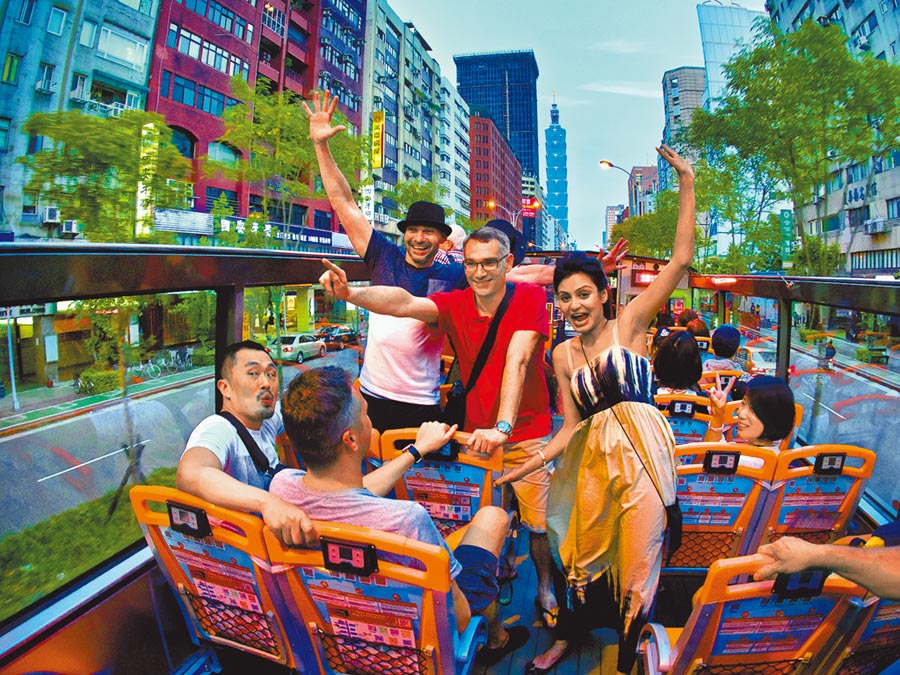 台北市觀傳局推出「尋找台北城市玩家」,祭出高額獎金及豐富好禮,號召民眾上傳特色遊程。(北市觀傳局提供)