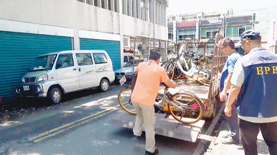 已淪為無人管理的oBike,宜蘭縣全面展開拖吊清除作業。(宜蘭縣政府環保局提供)