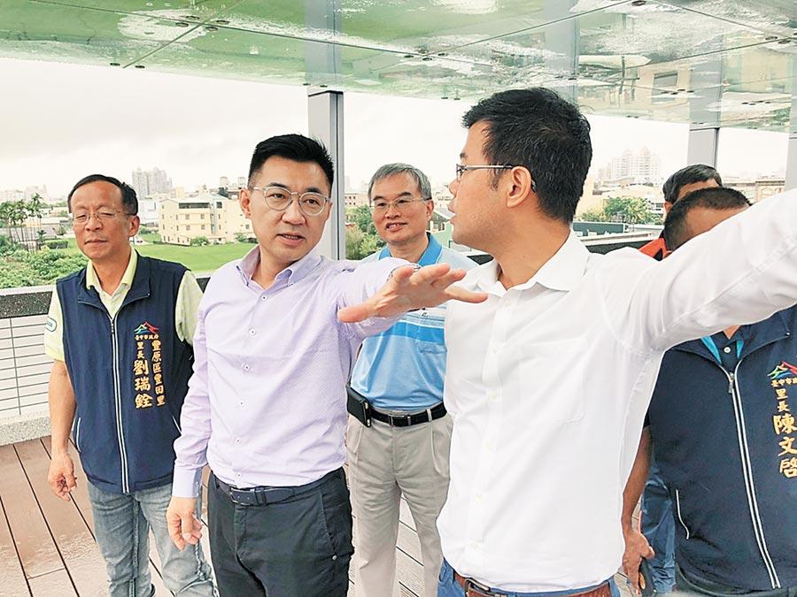 豐原水資中心最快10月進行晴天截流,立委江啟臣(左二)11日前往視察。(陳淑娥攝)