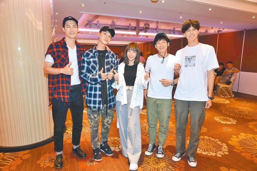 《90後的我們》主演莊迦漢(左起)、陳信維、陳天仁、簡劭峰、風田日前出席殺青宴。