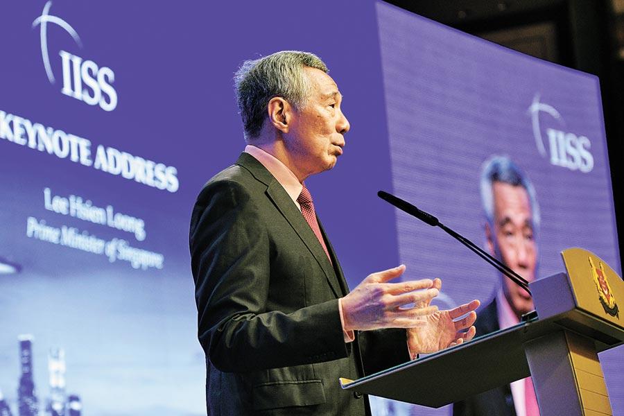 5月31日,新加坡總理李顯龍在第18屆香格里拉對話會開幕晚宴上發表主旨演講。(新華社)