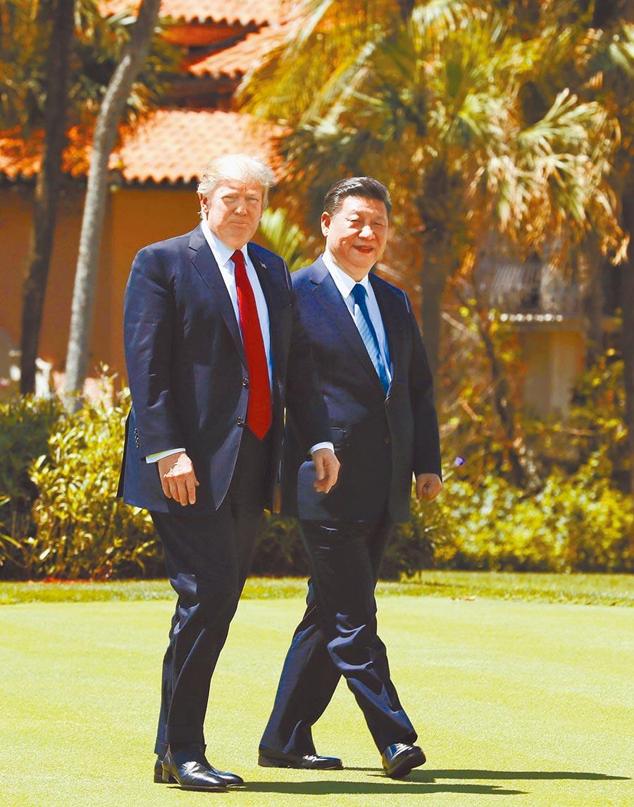 中美貿戰陷僵局,月底G20習川會受矚目。圖為2017年4月7日,大陸國家主席習近平(右)與美國總統川普會晤。(新華社)