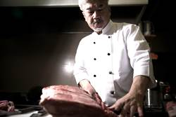 獨家》和牛美味在油酸 日「追肉」名廚來台這麼說