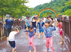 暖暖親水季 遛小孩打水仗