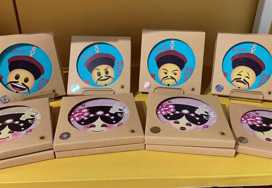 台茂emoji台灣設計師故宮聯名系列吸水杯墊,150元。(台茂提供)