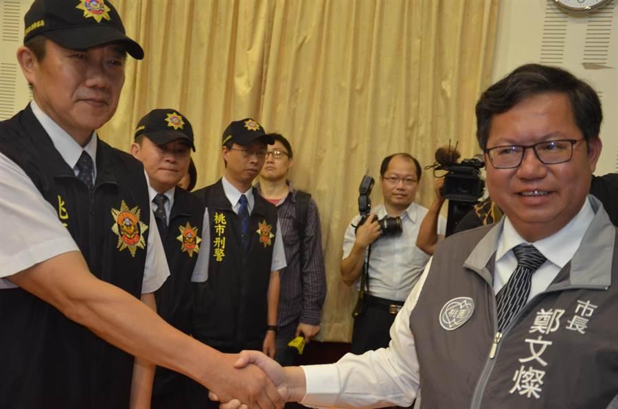 桃园警分局刑事小队长王强生13日与歹徒谈判,是事件平安落幕的关键之一,桃园市长郑文灿,也提到要破格晋陞。