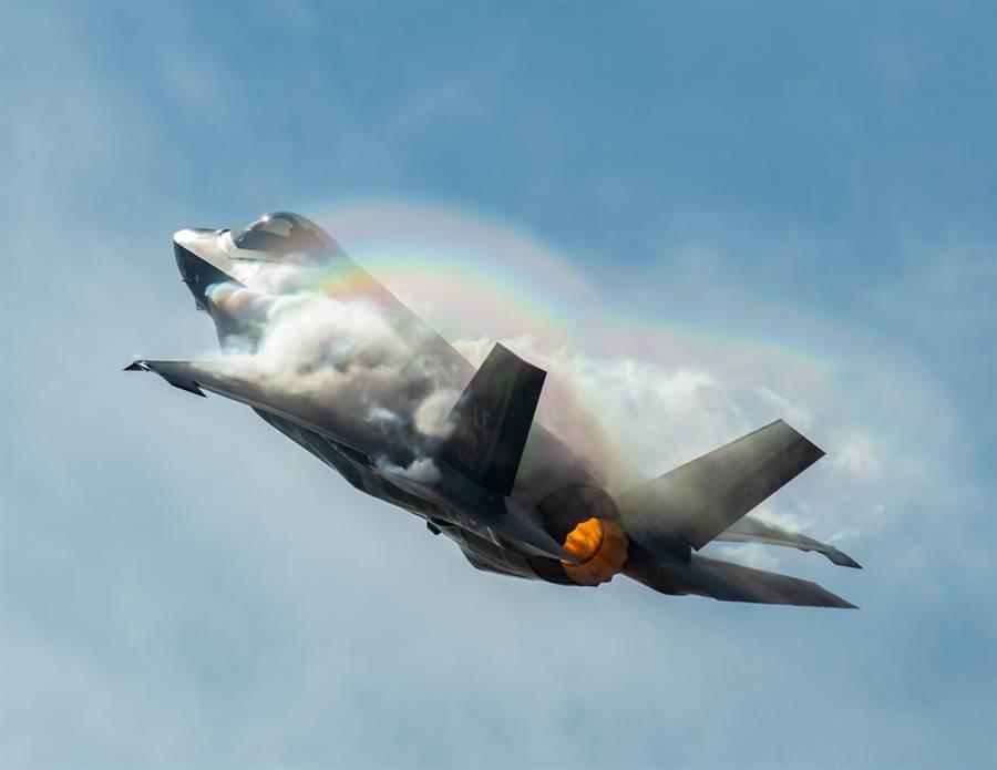 F-35A戰機垂直爬升的資料畫面。(美國空軍)