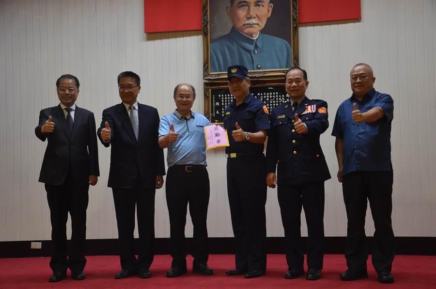 桃园市民营关是协进会创会长苏家明、会长王彰德,也捐赠20万元。