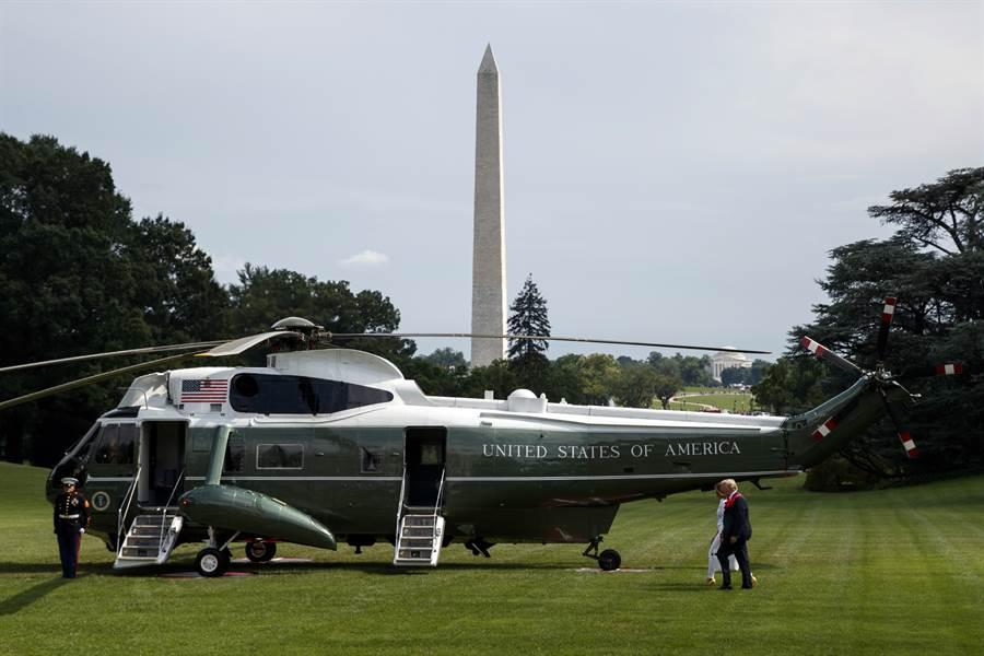 美總統專用直升機陸戰隊1號經常在美國媒體畫面中與總統同時出現,目前是海王式直升機,預計2021年換西科斯基的新型VH-92A。(圖/美聯社)
