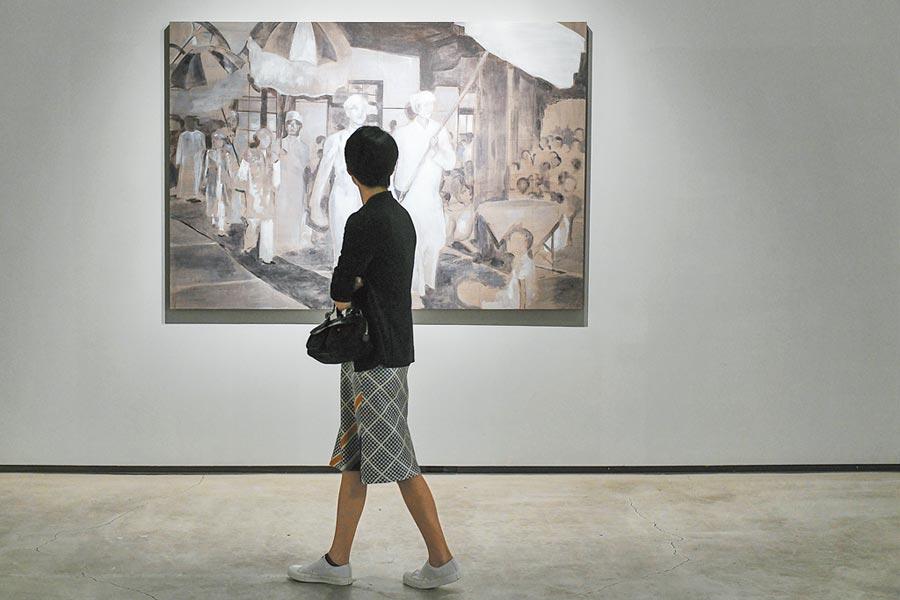 薩望翁.雍維透過藝術創作梳理家族流亡史及國族史。(耿畫廊提供)