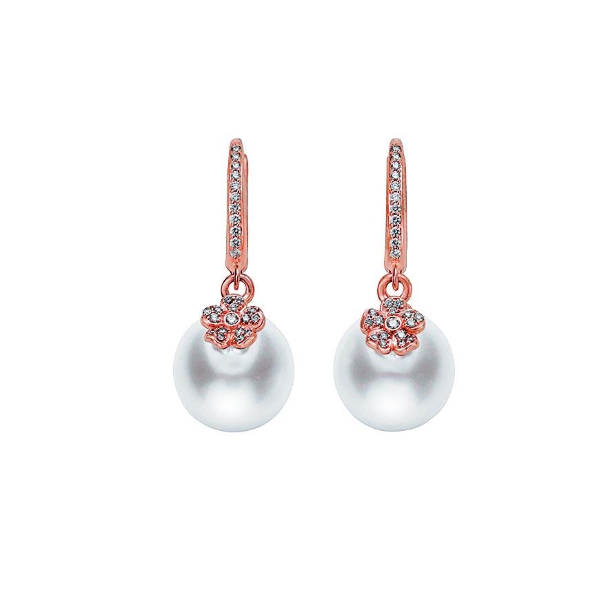 MIKIMOTO Cherry Blossom系列珍珠耳環。(MIKIMOTO提供)