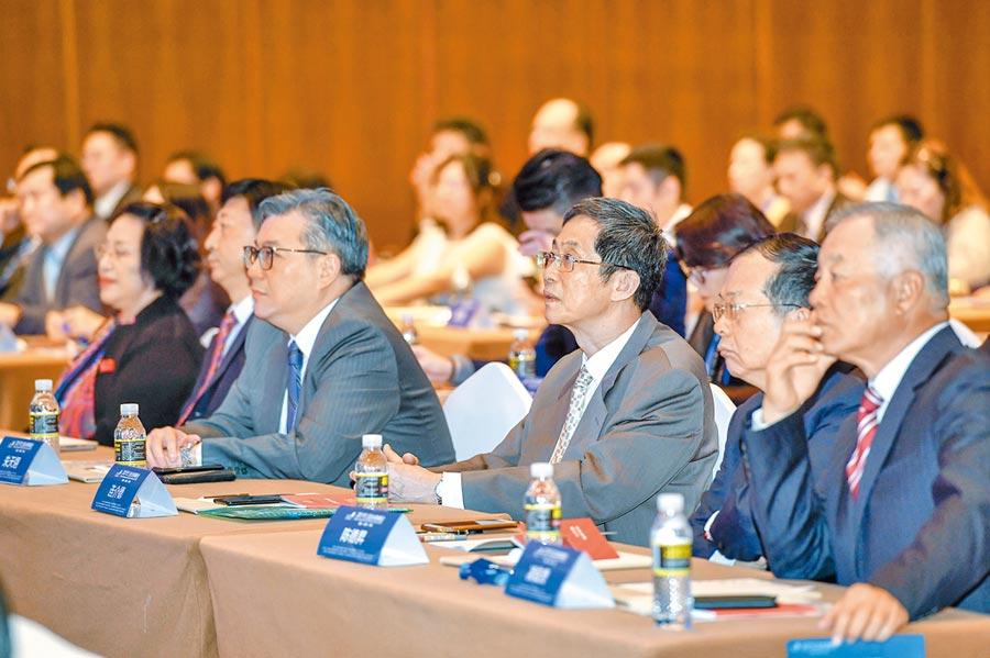3月30日,2019三亞台商峰會在海南三亞開幕,尋海南自貿區(港)新機遇。(中新社)