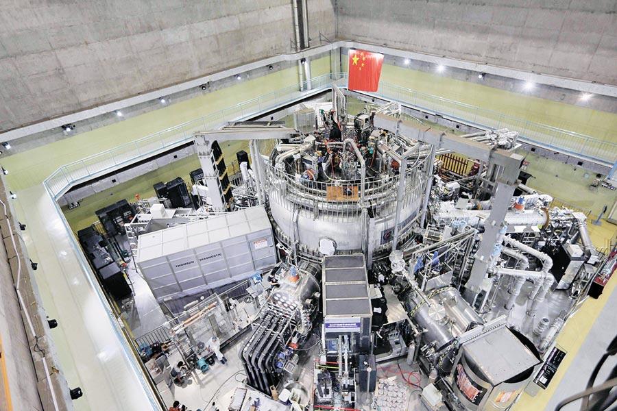 全超導托卡馬克核聚變實驗裝置的全景圖。(中新社資料照片)