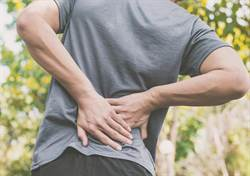 男右腎水腫15CM 醫曝這姿勢害的