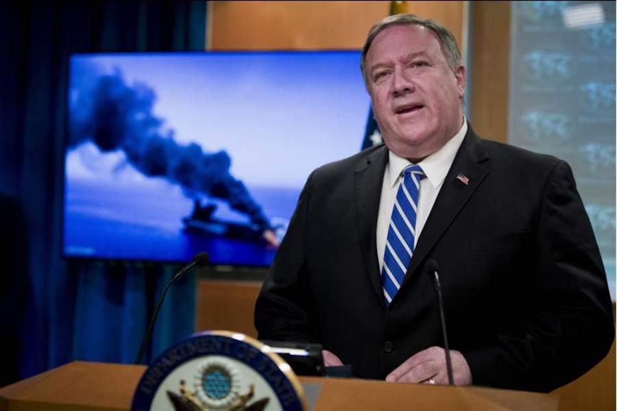 針對2艘油輪於中東遭攻擊,美國國務卿蓬佩奧將矛頭指向伊朗,表示根據美情報單位依據武器種類等線索,判定是伊朗所為。(美聯社)