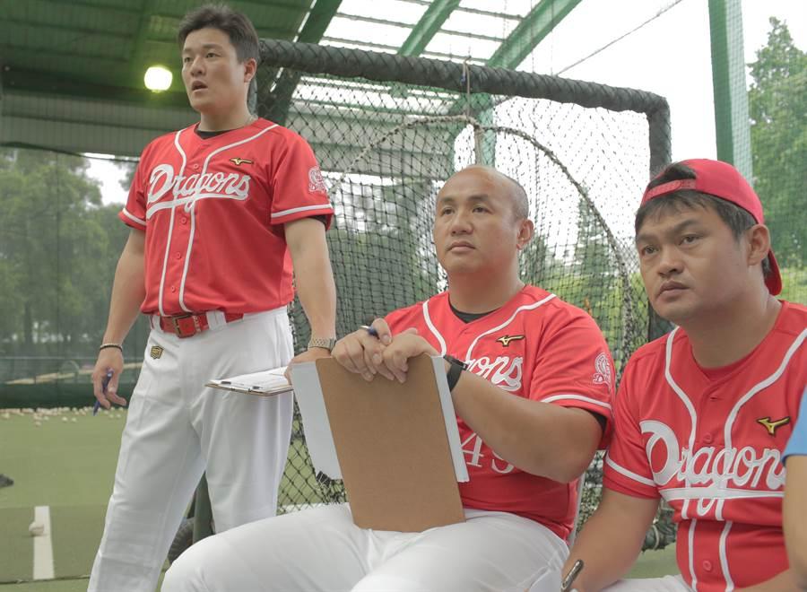 味全龍14日在台中棒球場自辦測試會,要在162位球員中找璞玉。(味全龍提供)