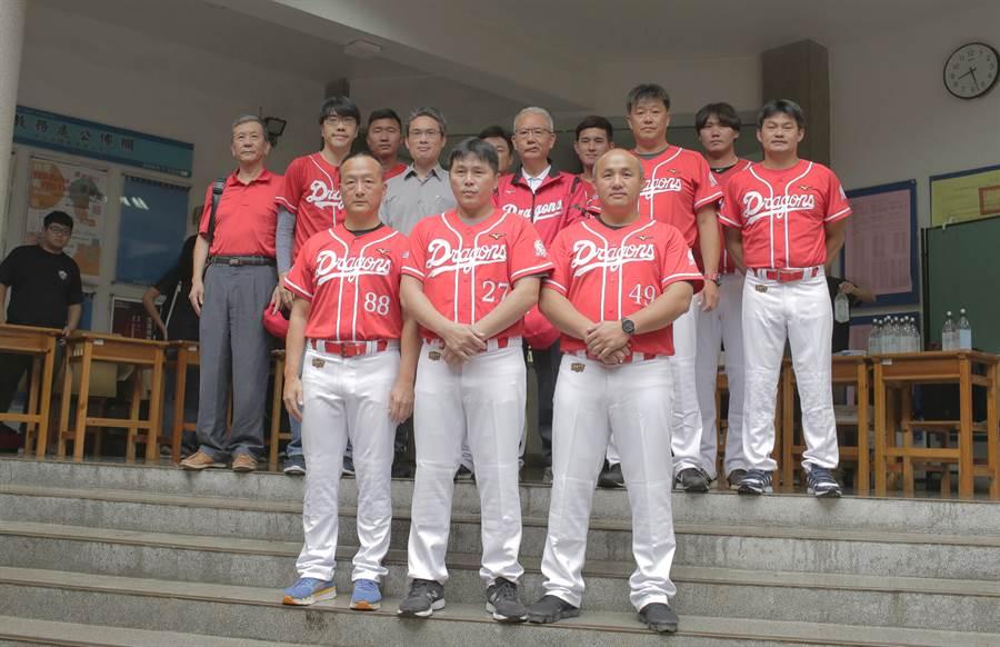 味全龍隊自辦職棒測試會14日在台中棒球場舉辦。(味全龍提供)
