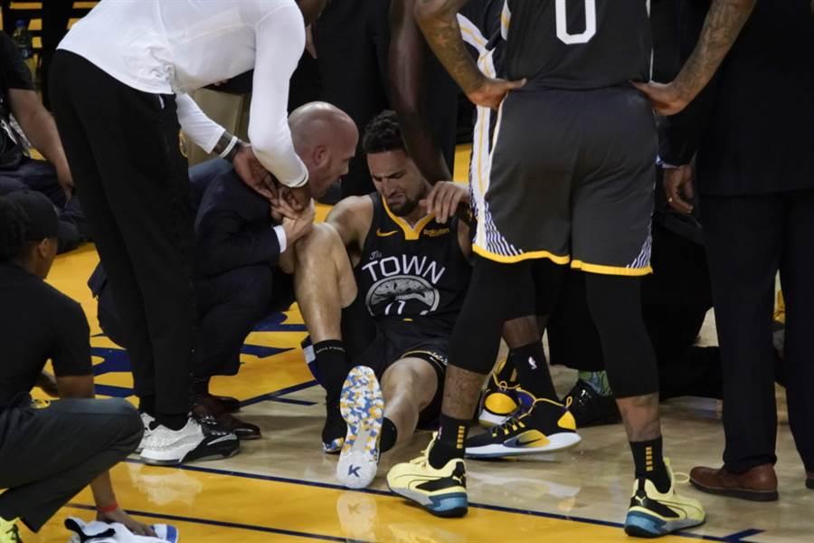 「浪花弟」克雷湯普生在總決賽第六戰左膝前十字韌帶受傷,目前已動完手術,而且相當成功,預計休養5-7個月,2020年明星賽前可望傷癒歸隊。(美聯社資料照)