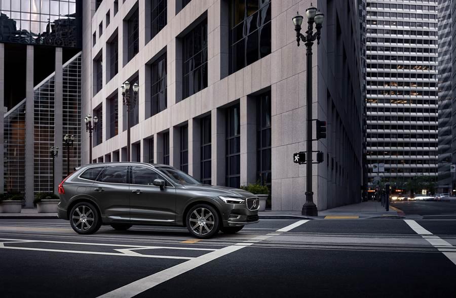 富豪(Volvo)汽車推「優享365專案」,只要付9.9萬元的保證金,就可以免費開豪華休旅車XC60 T5 Momentum一年。圖/業者提供