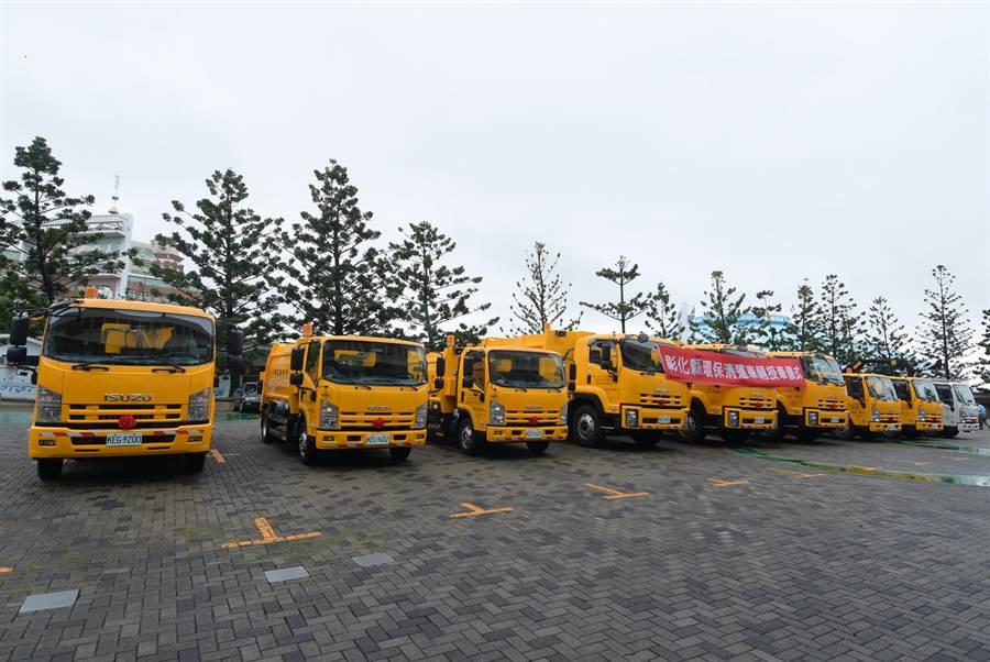 生力軍來了!7輛電動壓縮式垃圾車和2輛環保清運車輛入列。(吳敏菁攝)