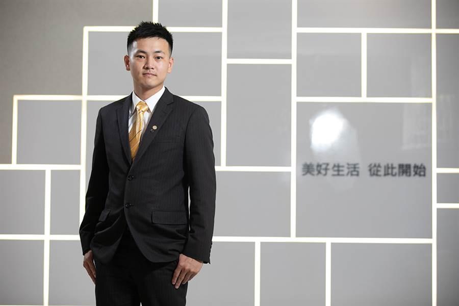 25歲的林宥任在永慶房屋工作快滿兩年,最高月薪超過60K。