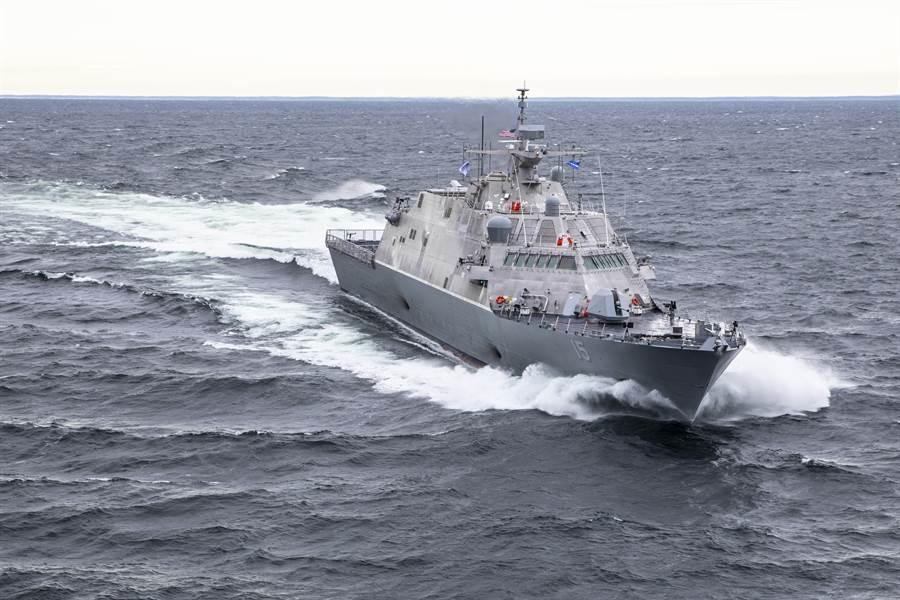 美軍瀕海戰艦有兩款,圖為較早一型的自由級比林號瀕海戰艦。(圖/美國海軍)