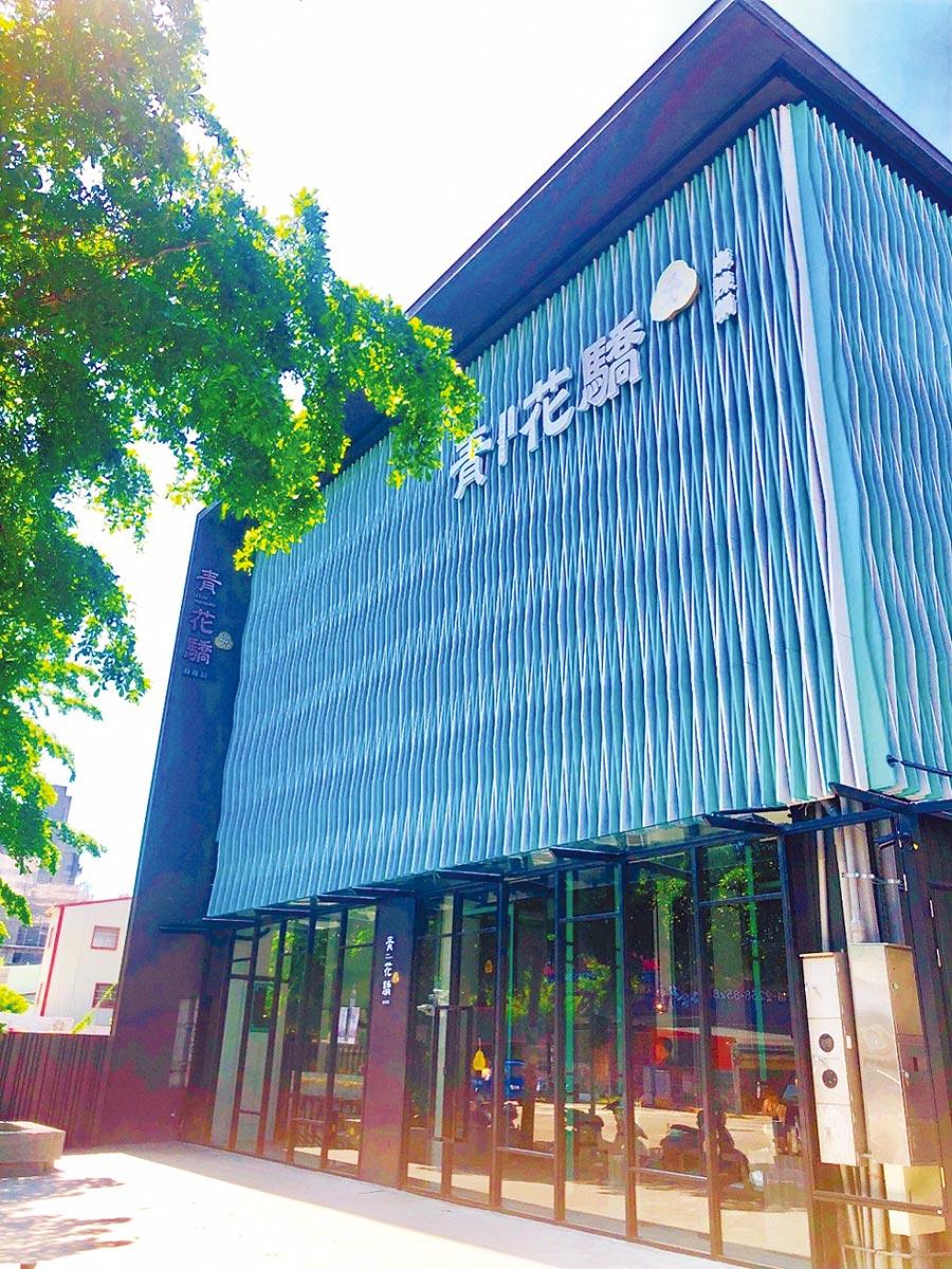 王品集團旗下的「青花驕」公益新店,誓言要成為「台中最美麻辣鍋餐廳」!圖/王品
