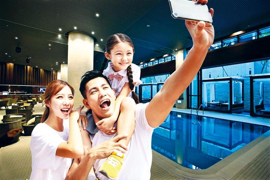 北投亞太飯店配備有親子戲水歡樂泳池,是暑假期間親子的最愛。圖/業者提供