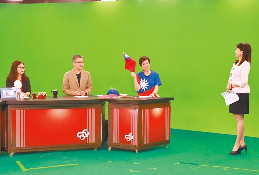 哈遠儀(右起)與熊海靈、資深媒體人羅友志、辣椒姊趙秋華暢聊時事。