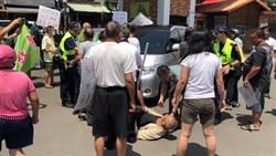 柯文哲座車遭社子島自救會包圍 氣氛一度緊張