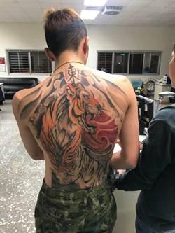 越籍男子逾期遭查獲  大秀老虎刺青六塊肌
