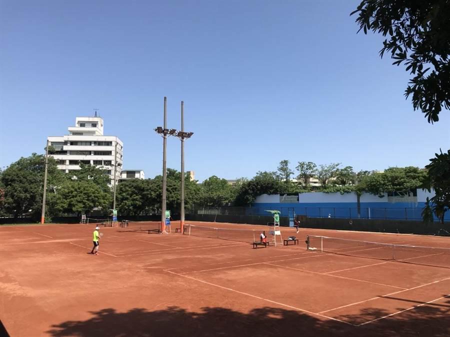 台中市體育總會網球委員會所舉辦「108年度台中市市長盃網球錦標賽」,今、明兩日在中興網球場開打。(陳世宗攝)