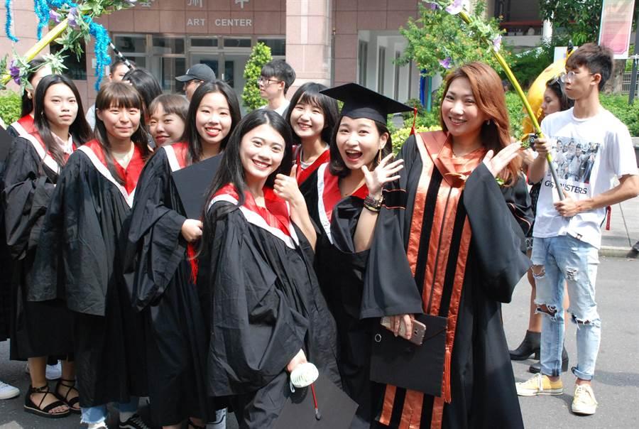 台南應用科大今天舉行畢業典禮。(台南應用科大提供)
