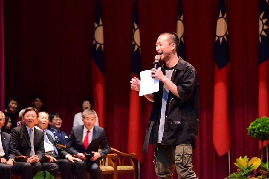 浩子幽默演說全場轟笑。(屏東科大提供)