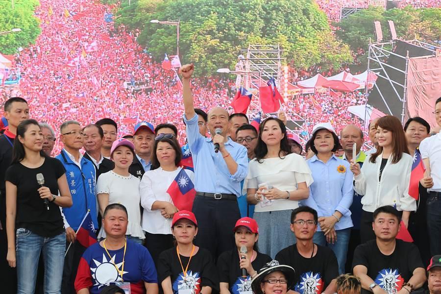 高雄市長韓國瑜參選國民黨總統初選,15日在雲林斗六人文公園舉行造勢大會,現場湧入12萬支持者,會中韓國瑜表示,堅決拒絕一國兩制。(黃國峰攝)