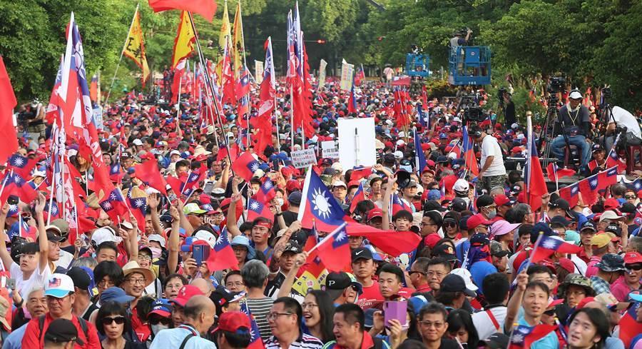 高雄市長韓國瑜參選國民黨總統初選,15日在雲林斗六人文公園舉行造勢大會,現場湧入12萬支持者。(黃國峰攝)