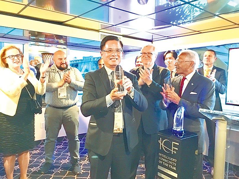 11年來桃園市參加「智慧城市論壇」 (Intelligent Community Forum,簡稱ICF) ,今年如願奪智慧城市首獎。(甘嘉雯翻攝)