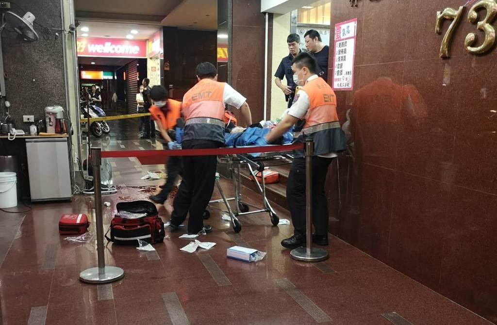 北市天龍三溫暖晚間發生槍擊,1男子中彈命危送醫。(吳家詮翻攝)
